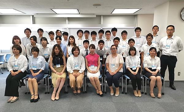 写真:2018年8月に行われた3年目社員研修会の集合写真